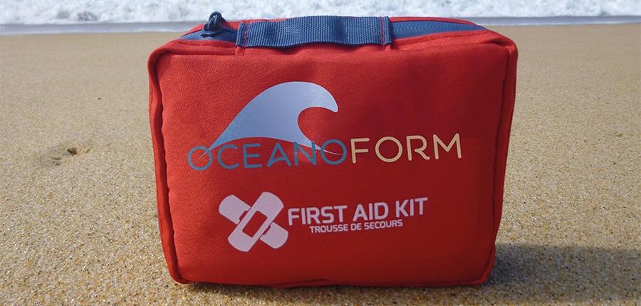Oceanoform propose des trousses de secours pour les soins d'urgence en entreprises.
